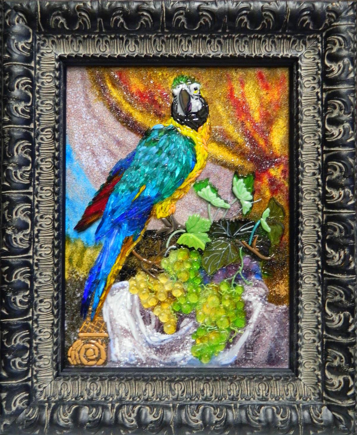 Попугай и виноград