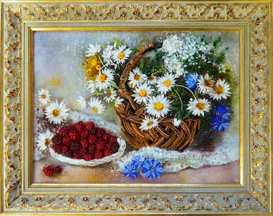 Натюрморт «Корзина цветов и малинки»