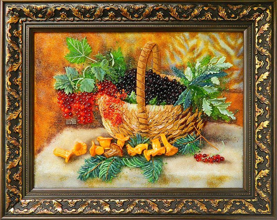 Натюрморт «Ягодное лукошко и лисички»