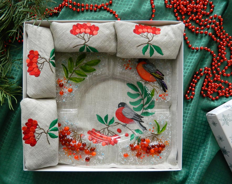 Подарочный набор «Декоративная пепельница с льняными салфетками, украшенные вышивкой»