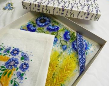 Подарочный набор «Васильки и пшеница» блюдо с льняной салфеткой, украшенной вышивкой»