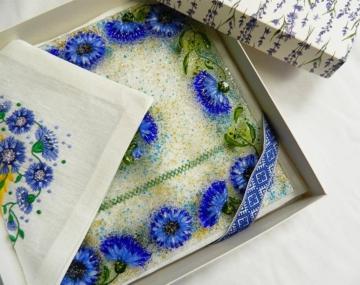 Подарочный набор «Васильки» блюдо с льняной салфеткой, украшенной вышивкой»