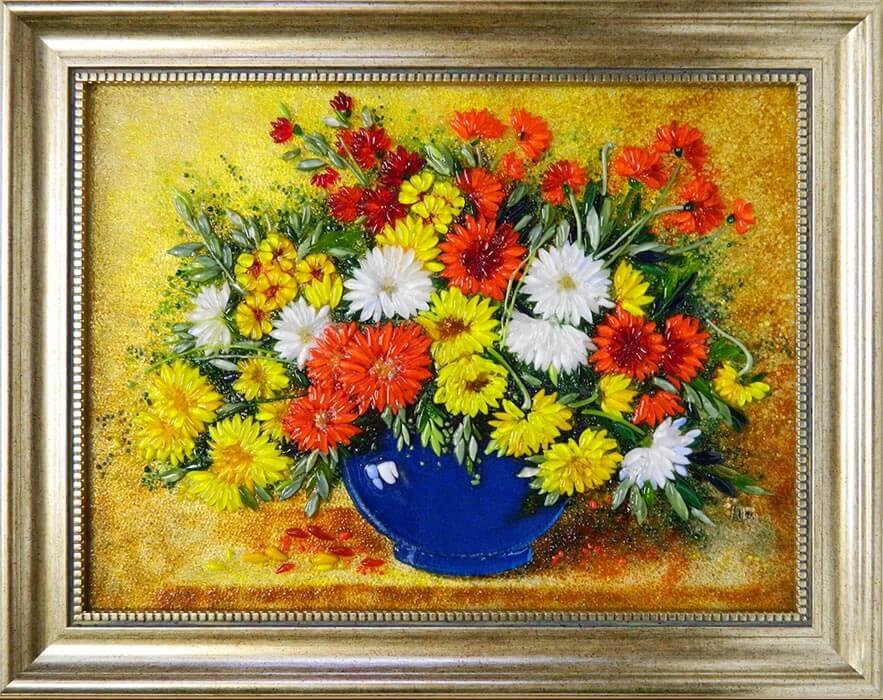 Букет хризантем в синей вазе