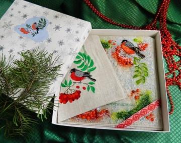 Подарочный набор «Декоративная тарелка с салфеткой, украшенной вышивкой»