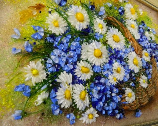 Картина из стекла «Васильки и ромашки в лукошке»