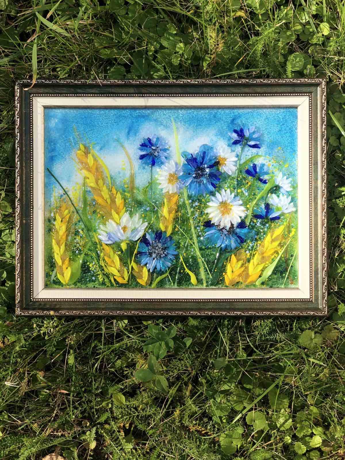 Картина из стекла «Васильки и ромашки» в зеленой раме