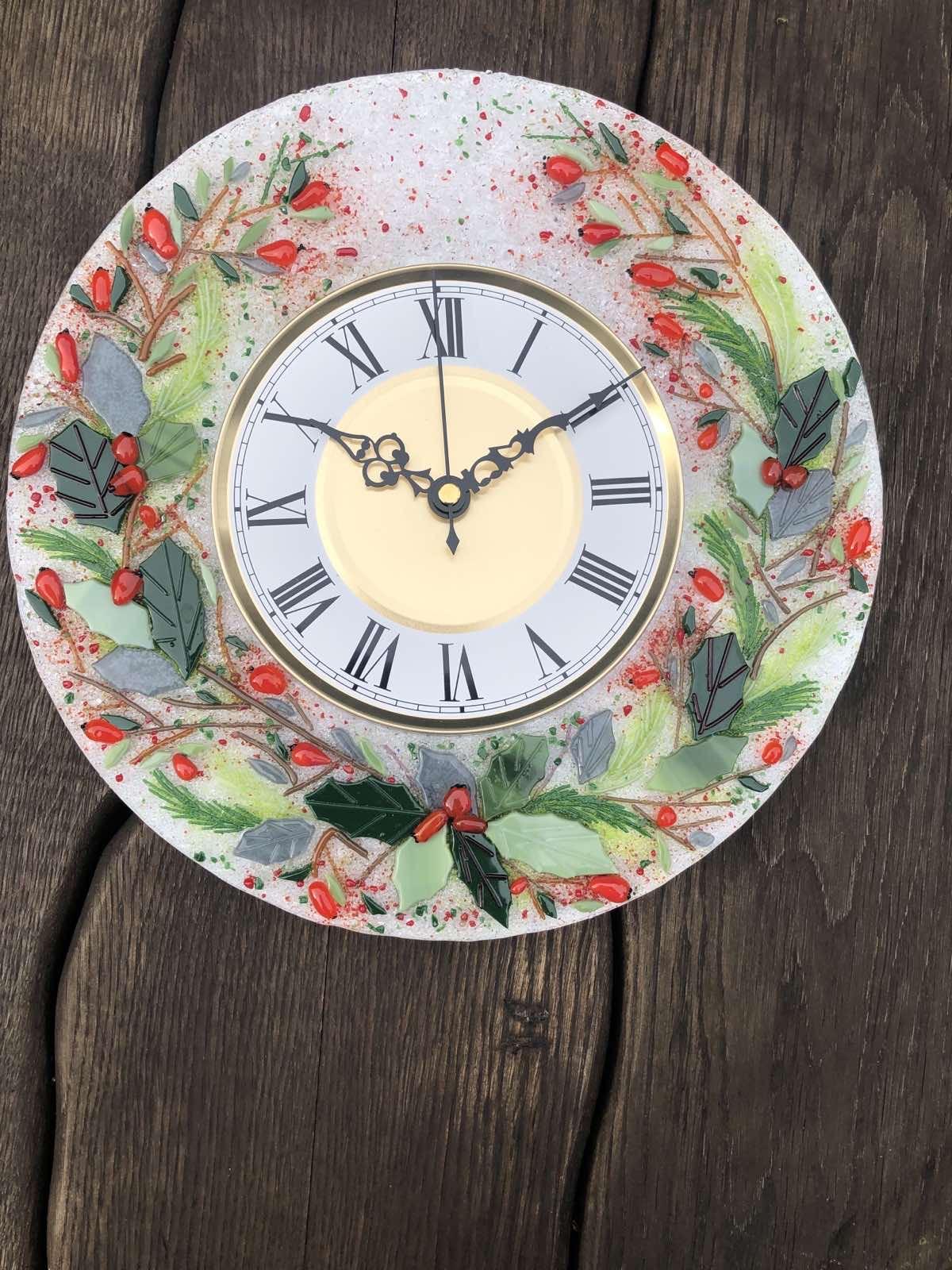 Часы из стекла «Новогодний венок» круглые